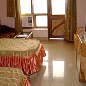 twin-bedroom-hotel-naren-palace
