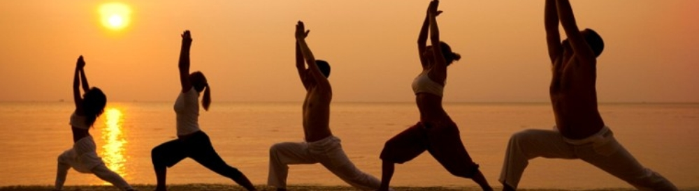 Yoga-Class-Beach-BANNER