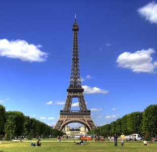 France-pushes-for-stronger-tourism-and-energy-ties-with-UAE